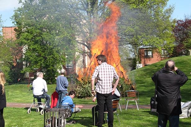Freiwilligenhilfe beim Osterfeuer
