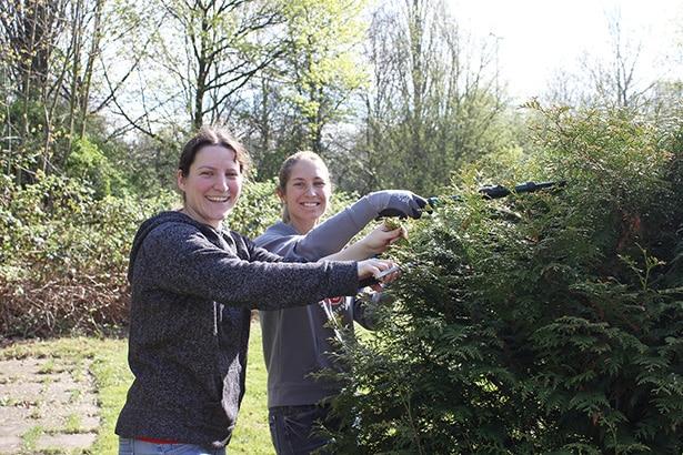 Freiwillige Hilfe: Gartenarbeit im Club 68 Verein