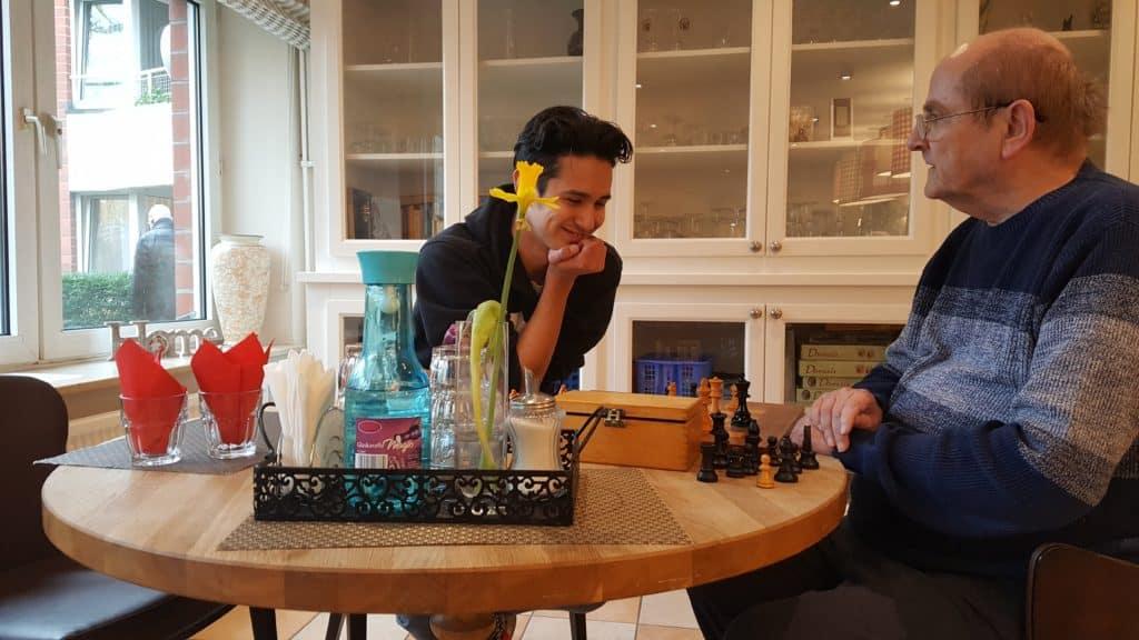 Auf eine Partie Schach in der Senioren-WG